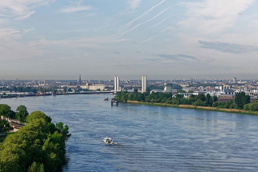 Vue sur la Garonne, le Pont Chaban-Delmas et Bordeaux (c) Vincent Monthiers