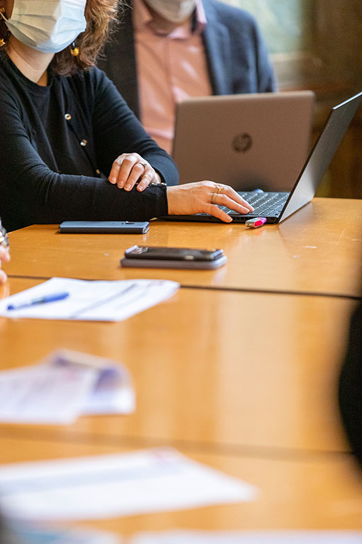 Réunion et ordinateur (c) A. Sibelait Bordeaux Métropole