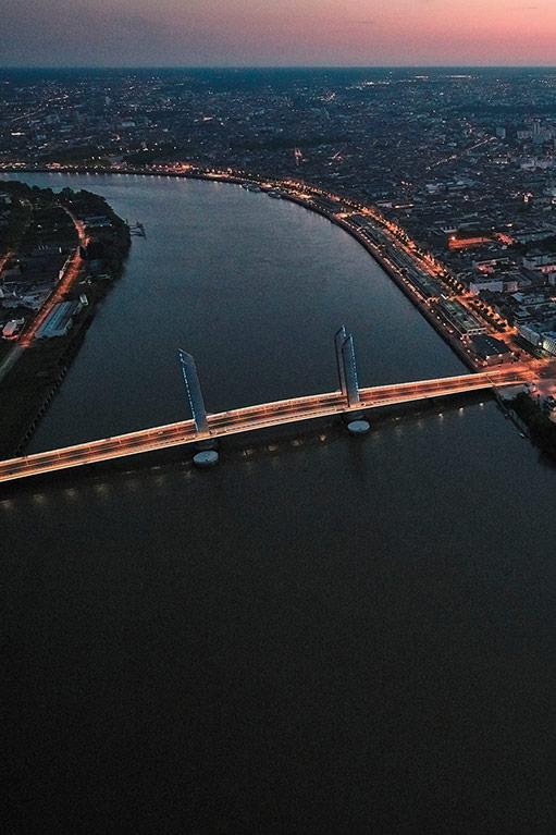 Vue du ciel sur la Garonne et le Pont levant Chaban-Delmas au coucher du soleil (c) Philippe Caumes - GTM - CCV AIR
